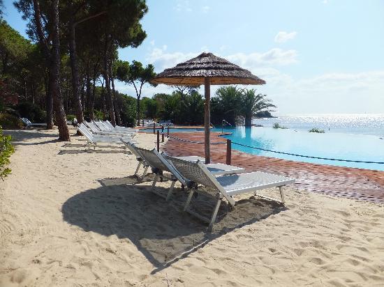 Piscine en bord de mer picture of hotel costa dei fiori - Bord de piscine ...