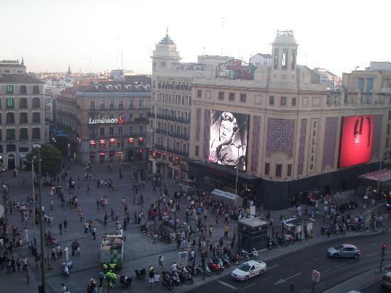 Hostal Valencia: plaza del Callao desde el balcón de la habitación