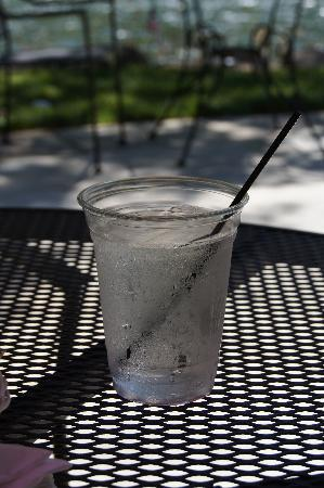 The Rogue River Lodge Restaurant: Ice Cold Water on a Warm Summer Day