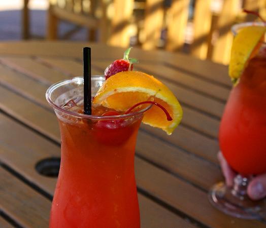 Inn Marin: Mai Tai at Rickey's Restaurant and Bar - poolside cheer!