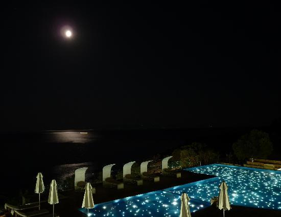 Adrina Resort & Spa: At night