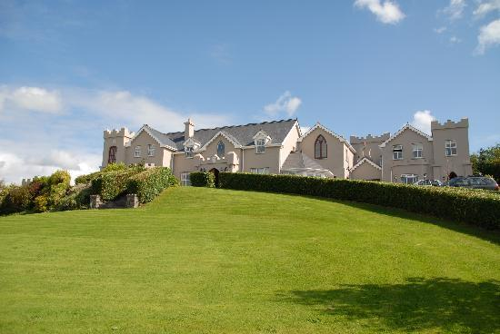 Rossmore Manor: View of house and grounds