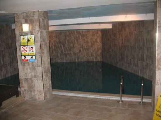 سيركيسي كوناك هوتيل: Pool