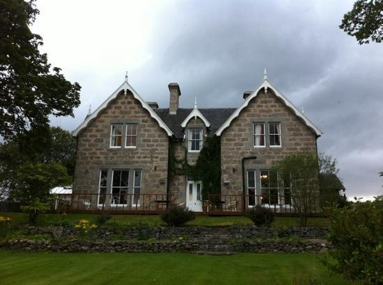 Muckrach Country House Hotel: The front of the hotel