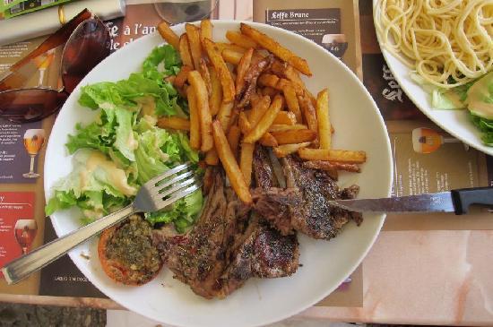 le Plaisantin : Lamb chops with frites and salad. So good.