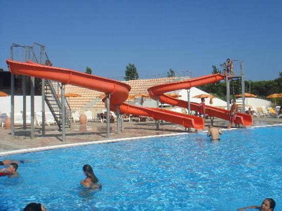 Scivoli della piscina caraibica foto di torreserena - Piscine con scivoli ...