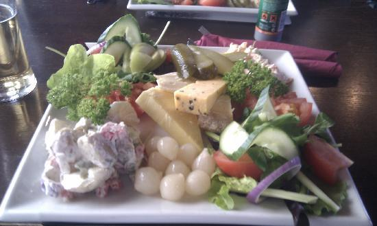 The Kingarth Hotel: The Ploughmans of legend.