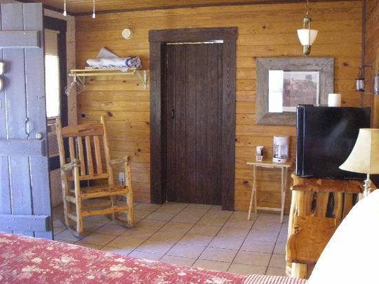 River Front Motel: Spacious room