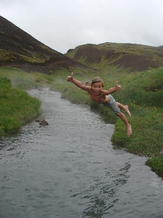 Hveragerdi, Island: Jumping into a hot river - Iceland Activities