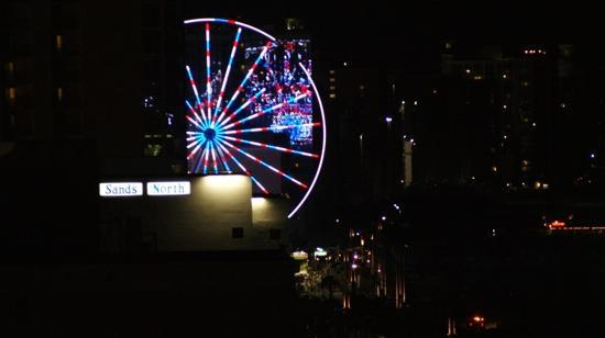 Oceans One Resort: Love the Skywheel at night.