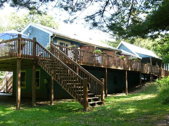 Carmel Cove Inn at Deep Creek Lake: Rear exterior -- deck