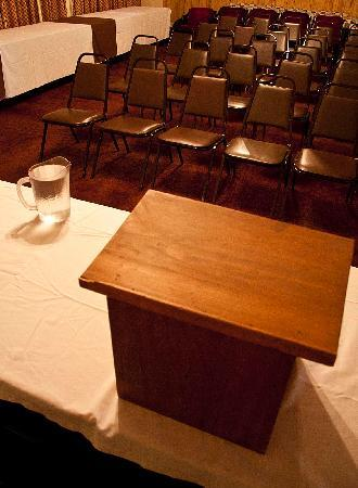 Downtowner Motor Inn: The conference room is available for public meetings, non-profit meetings, sports teams and many