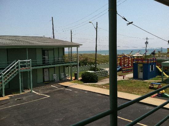 Oceanana Family Motel: Partial view of playground from balcony