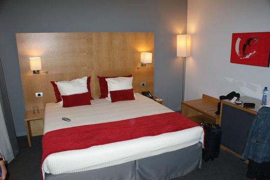 Husa de la Couronne: Mooie, modern ingerichte hotelkamer