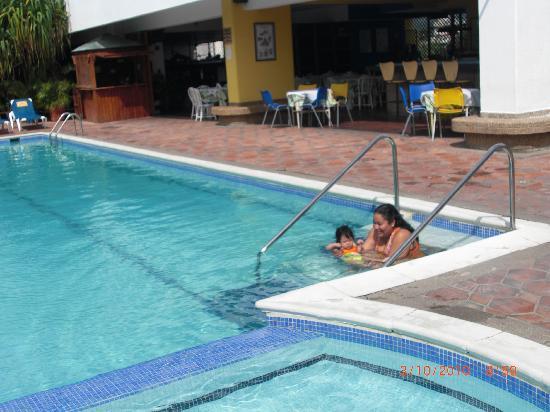 Margabella Suites: la piscina