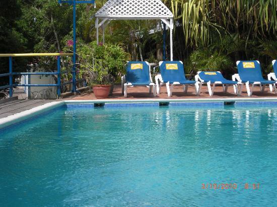 Margabella Suites : piscina2