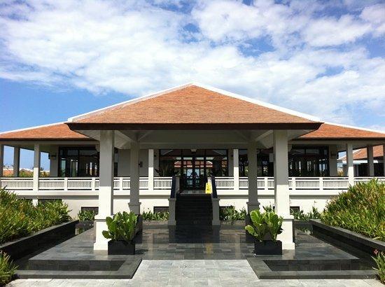 Fusion Maia Da Nang : main building from the spa