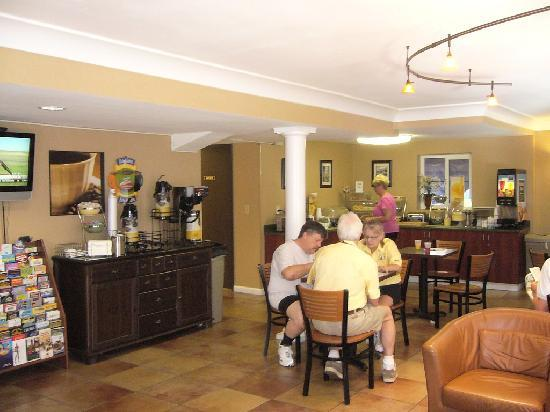 Quality Inn Downtown: Breakfast room