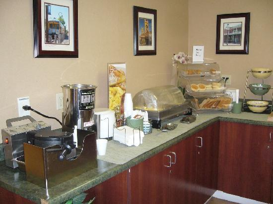 Quality Inn Downtown: Just some of the breakie choices