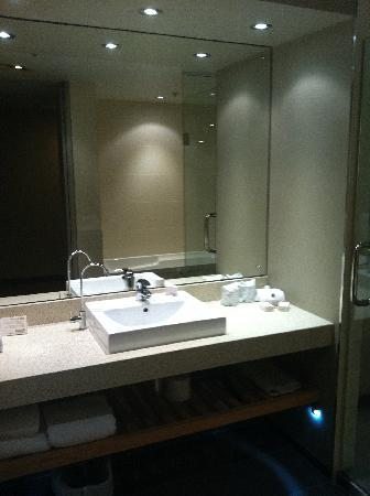 Waipuna Hotel & Conference Centre: best bathroom