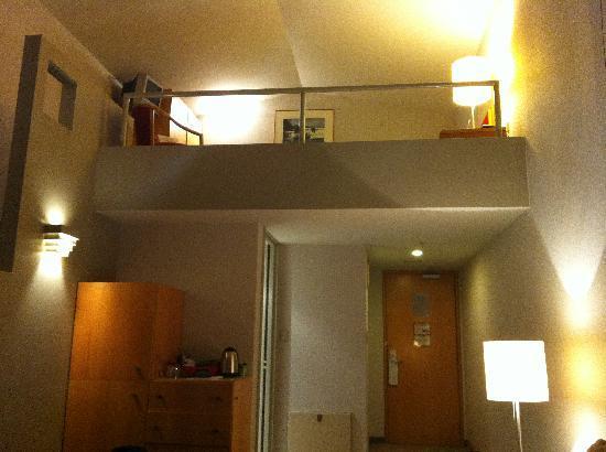 ويبونا هوتل آند كونفرانس سنتر: view up stairs