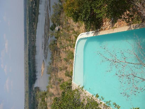 The Retreat Selous: The Pool at the main lodge overlooking the river