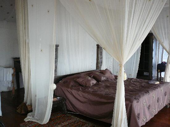 The Retreat Selous: Bedroom in the Tent