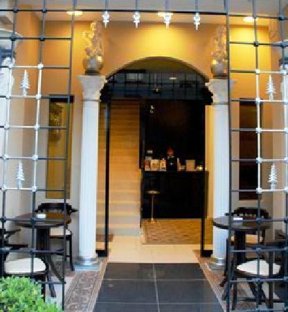 The Constantine Hotel : Malesef elimdeki tek resimleri. Üstelik benim çektiğim resmi internet sitelerinede eklediler çok