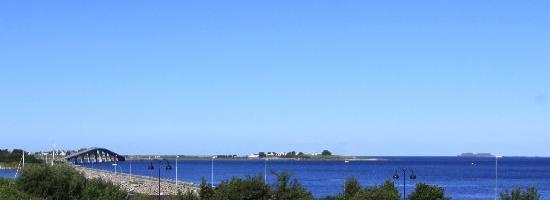 Alesund Airport Hotel: Brücke zur nächsten Insel, vom Hotel aus gesehen