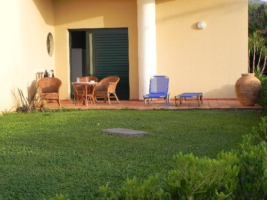 Sirens Hotels Beach and Village : giardino family room