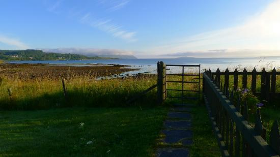 Caberfeidh Bed & Breakfast : The way to the beach