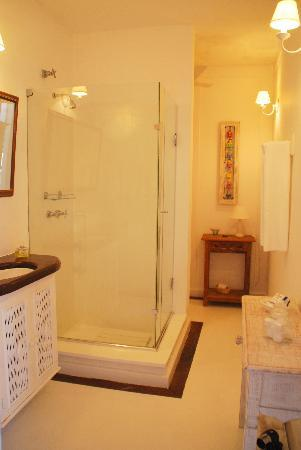 Pousada Casa de Paraty: Our bathroom 7-2011