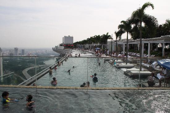 infinity pool 57 floors above singapore picture of marina bay sands singapore tripadvisor. Black Bedroom Furniture Sets. Home Design Ideas