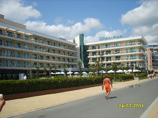 DIT Evrika Beach Club Hotel: Beach front block