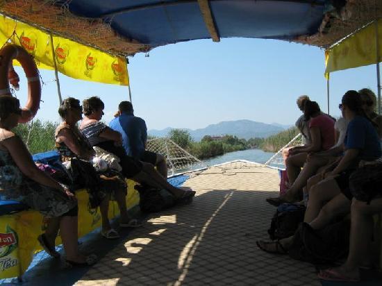 Rebin Beach Hotel: Wassertaxi