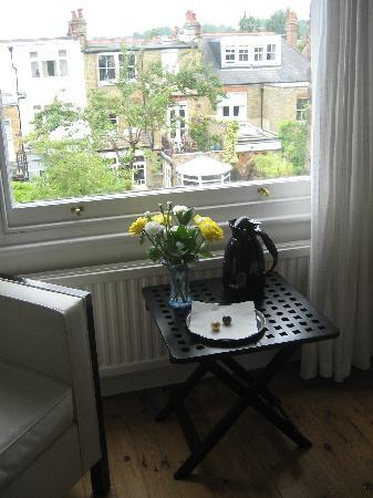John and Norma's Homestay B&B: Welcome with fresh flowers and chocolates