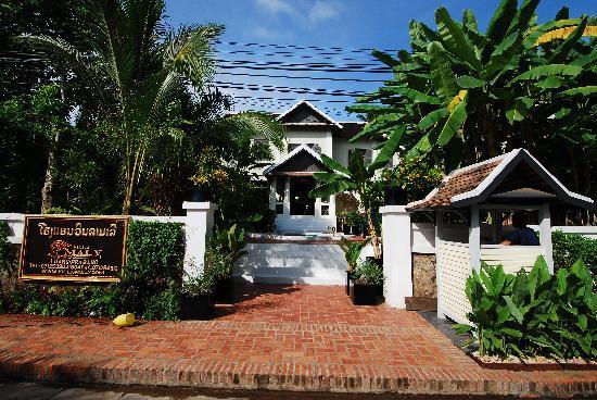 Villa Maly : Front Gate