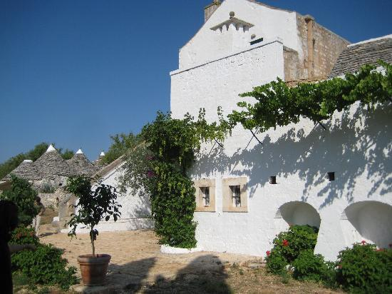 Masseria Sacerdote: main building and Trulli behind