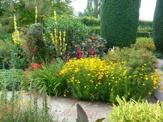 Sissinghurst, UK: Hot garden