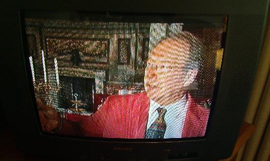 Arora Hotel Gatwick / Crawley: Old CRT television, not so good reception