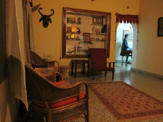 Mysore Bed and Breakfast: Mysore b&b living room