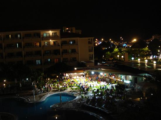 Aparthotel Parque de la Paz: view from balcony -  room 338 at night time