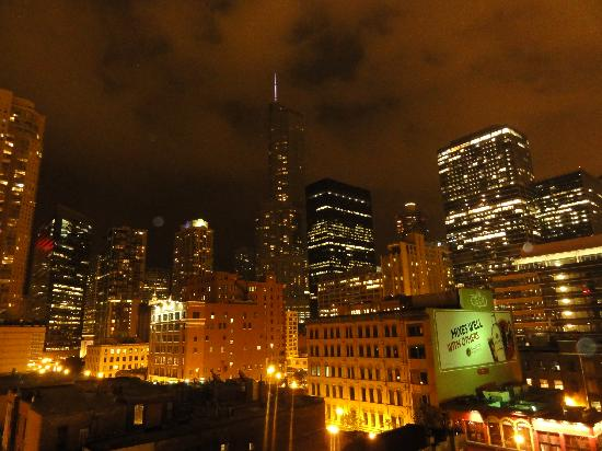 Best Western River North Hotel: View from the deck at night - be sure to check it out!