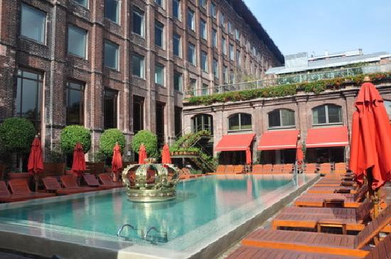 Faena Hotel: Piscina exterior