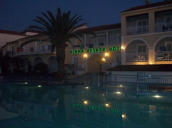 Diana Palace Hotel: Pool at night