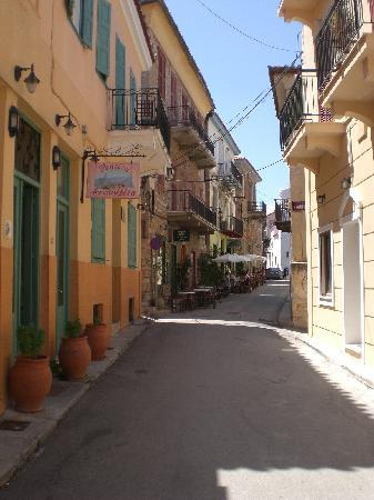 Acronafplia Pension A: street apartment on