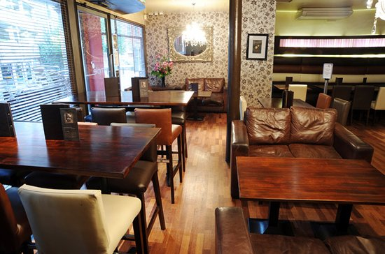 Simple Bar Kitchen Ambience Is Comfortable And Cool