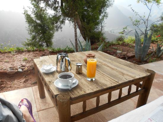 Kasbah Bab Ourika: Tranquil coffee in the morning