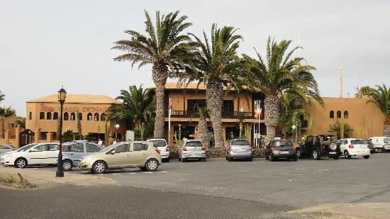 Oasis Duna Hotel: The front of the hotel
