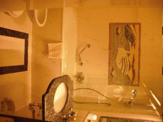 Hotel Simplon : Lovely bathroom